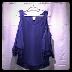 Cold shoulder navy too with sweet lace at sleeve.